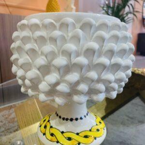 Pigna vaso con decorazione